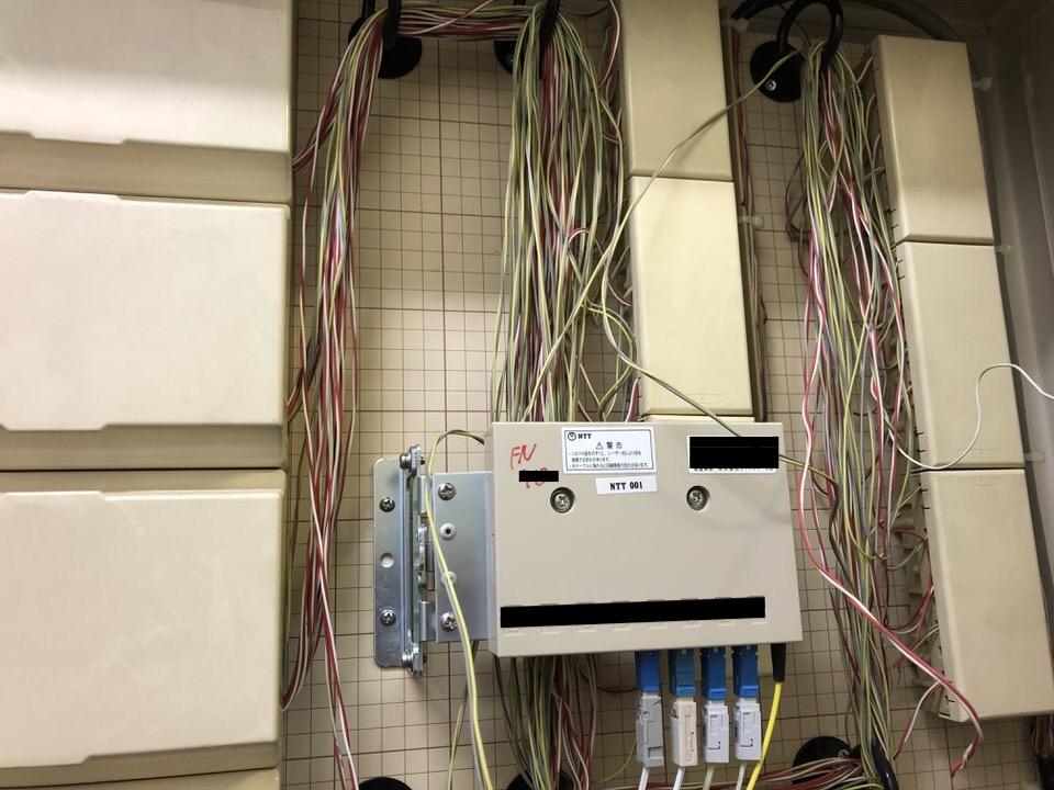 光ケーブルを通す一階の共有部MDF