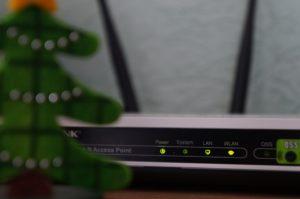 無線LAN(WiFi)の2.4GHzと5GHzの違いと改善方法は?