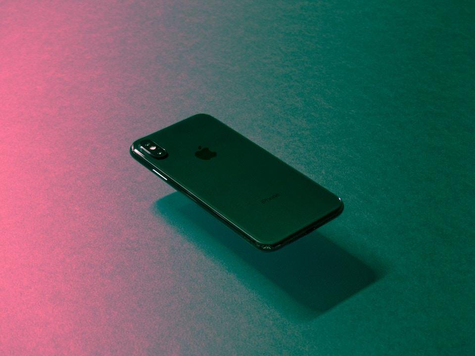 急にiPhoneXの画面がつかない!そんな時に実施する対処法