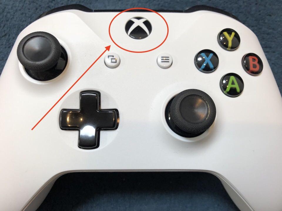 Xboxボタンを押す