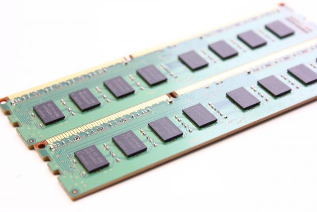 メモリーは4GB以上