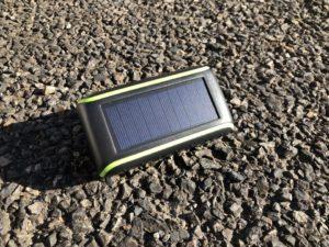 ソーラーと手回し対応のモバイルバッテリーを使ってみた。