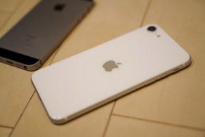 【実機レビュー】iPhone SE(第2世代)が最強コスパの理由と旧SEと比較。