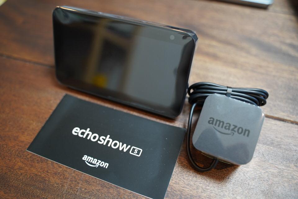 Amazon Echo Show 5を箱から取り出す
