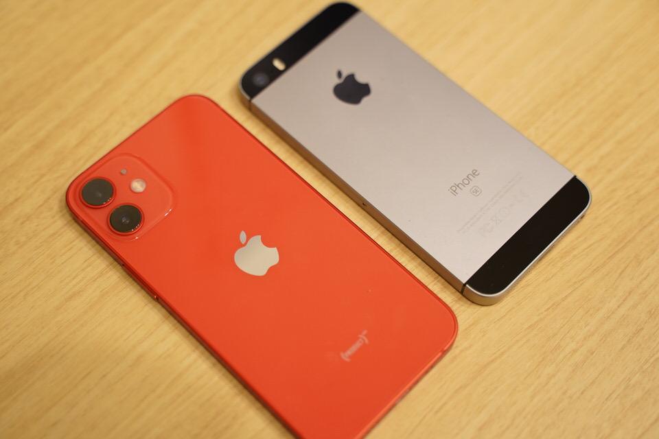 iPhone 12 miniは初代iPhone SEよりも若干大きい